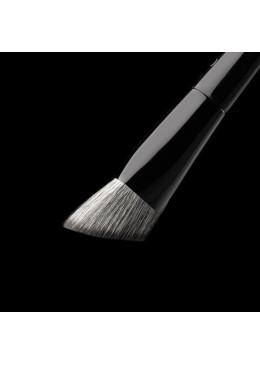 C1 Triangle Foundation Brush - COZZETTE