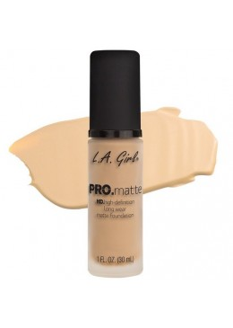 LA GIRL PRO MATTE FOUNDATION : PORCELAINE