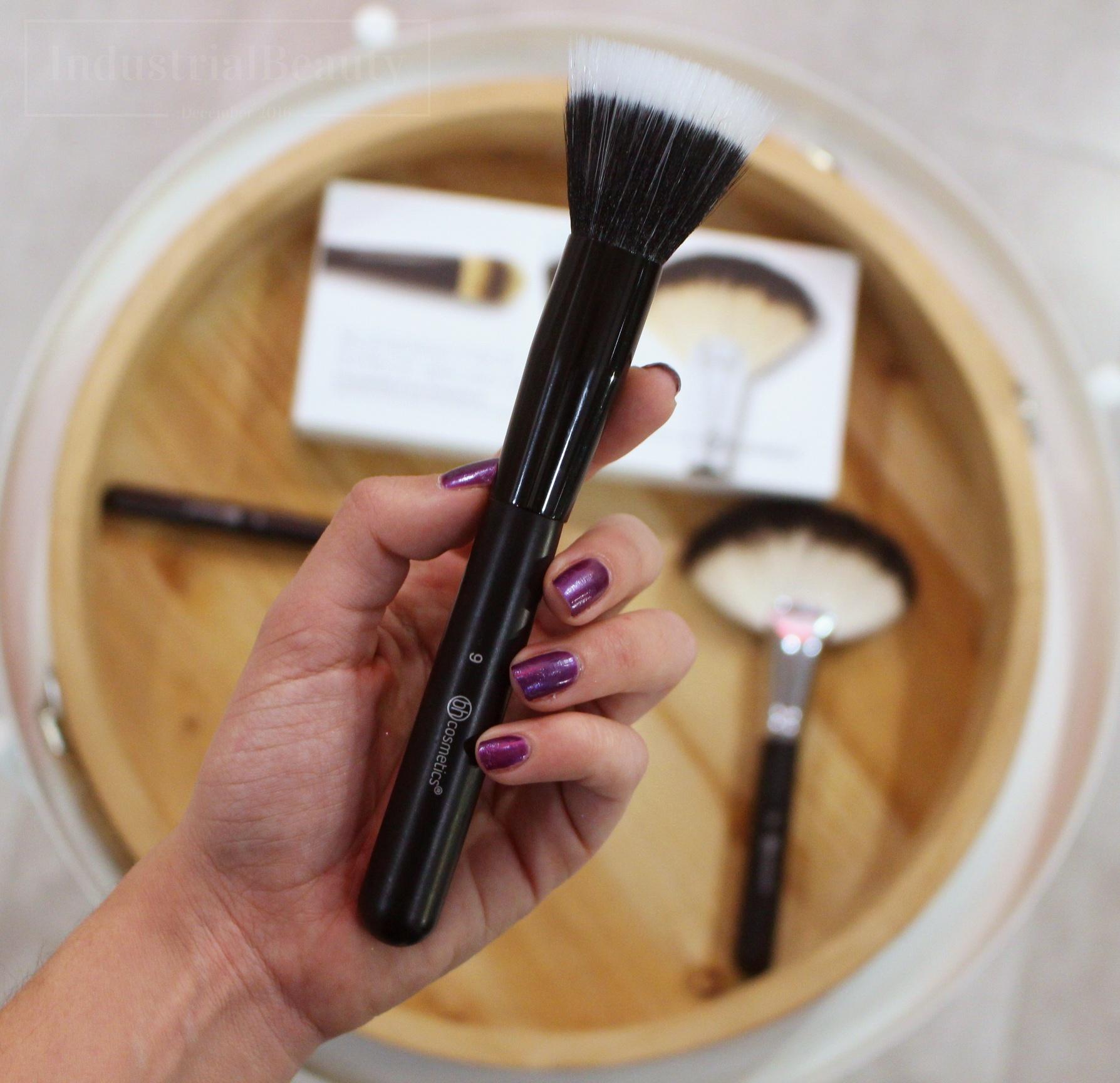 brocha mofeta bh cosmetics