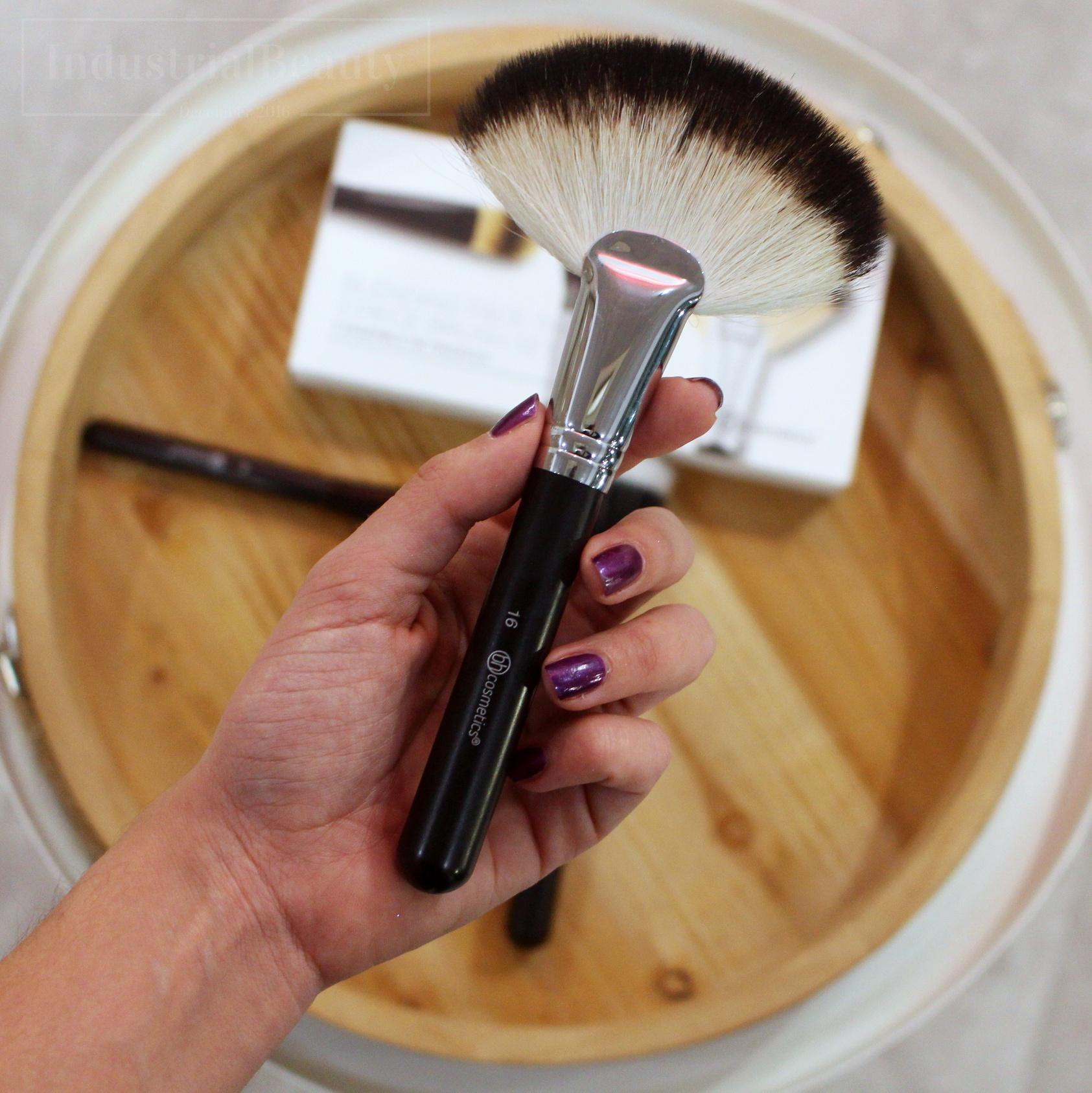 brocha abanico bh cosmetics